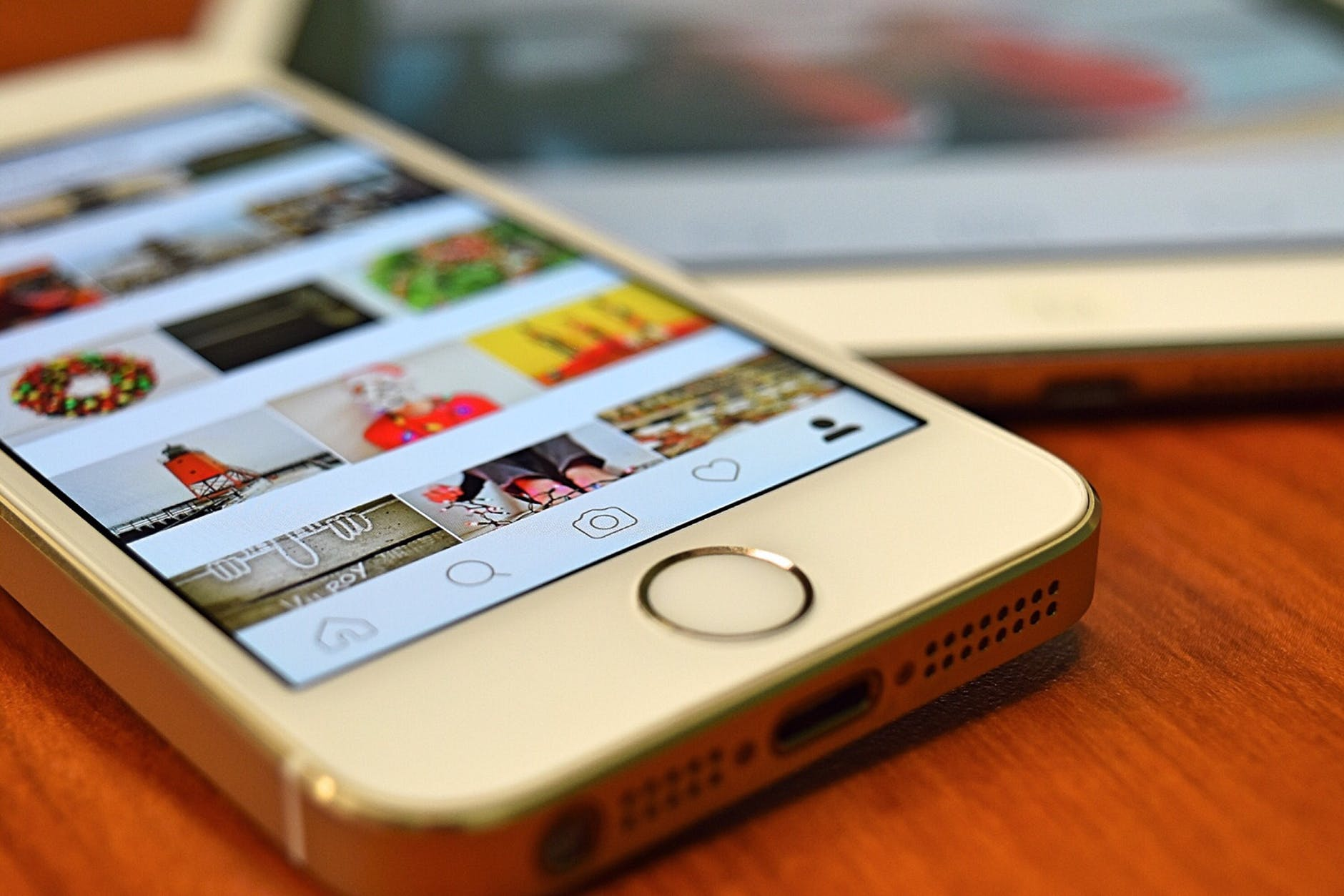 How Using Instagram as Advertisement Platform can help you Gain Competitive Edge