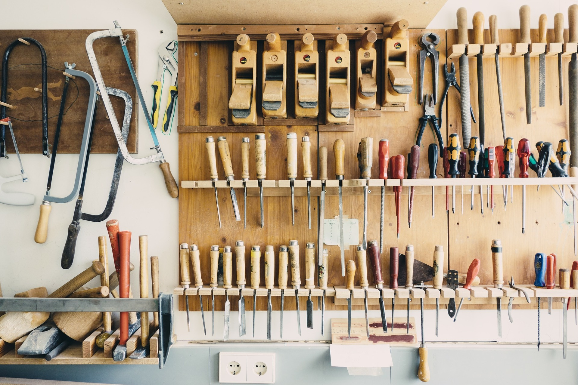 What To Put in Your Garage Workshop
