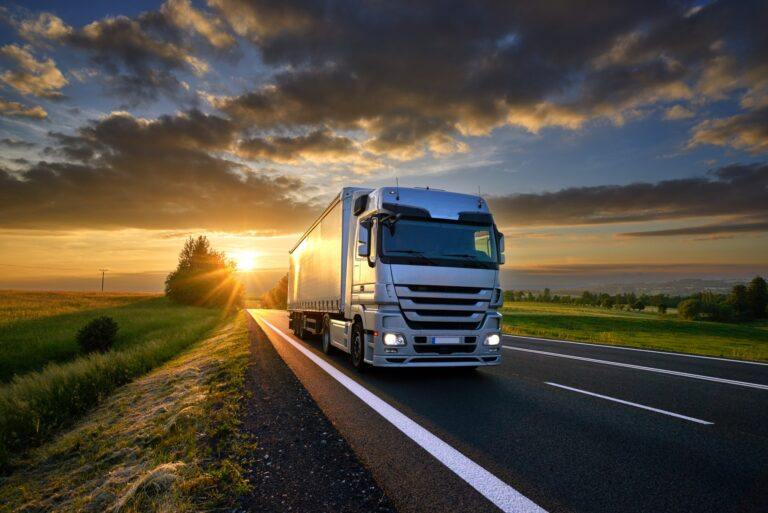 Should I Become a Truck Driver? 5 Things You Should Know
