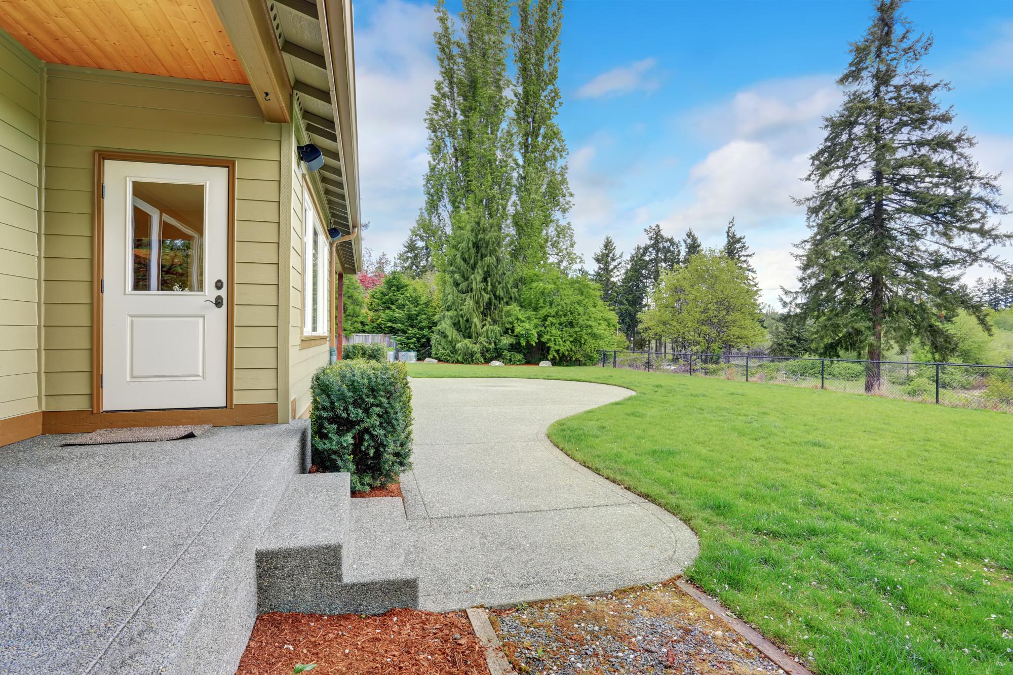The Pros and Cons of a Concrete vs Asphalt Driveway