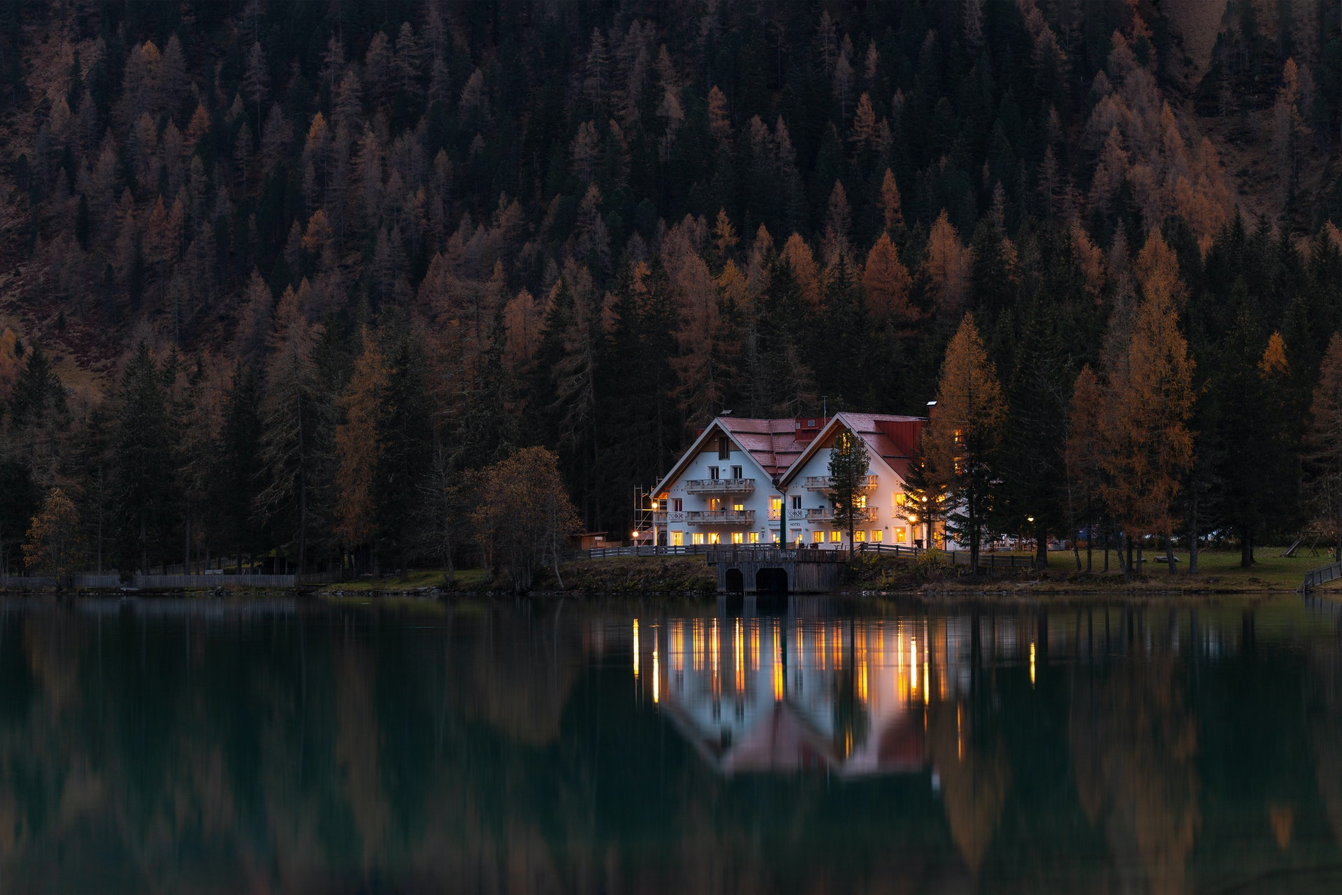 Top 5 Amazing Places to have a Lake House